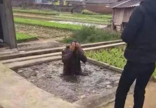 «Похитителя собак» запихнули в яму с экскрементами