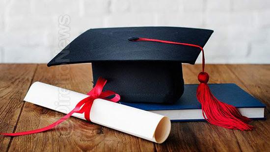 proibe instituicoes cobrar entrega diploma direito