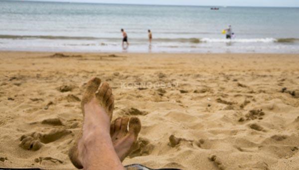 teks narasi liburan pantai