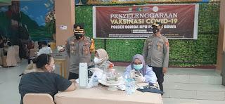 Waka Polres Gowa Cek Pelaksanaan Vaksinasi Massal Di Gedung Serba Guna Tumanurung Adi Jaya Gowa