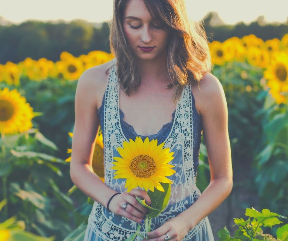 Summer Self-Care Bucket List For Mums | Flowers always make you smile.