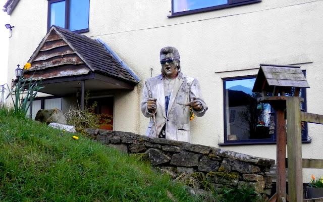 Elvis statue in Oulton