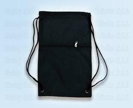 tula en deportiva color negro con bolsillo