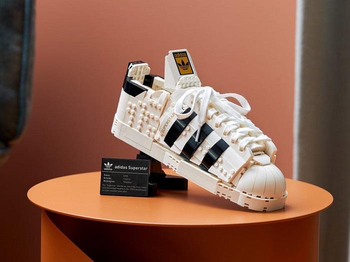 The LEGO Adidas Originals Superstar Shoestand