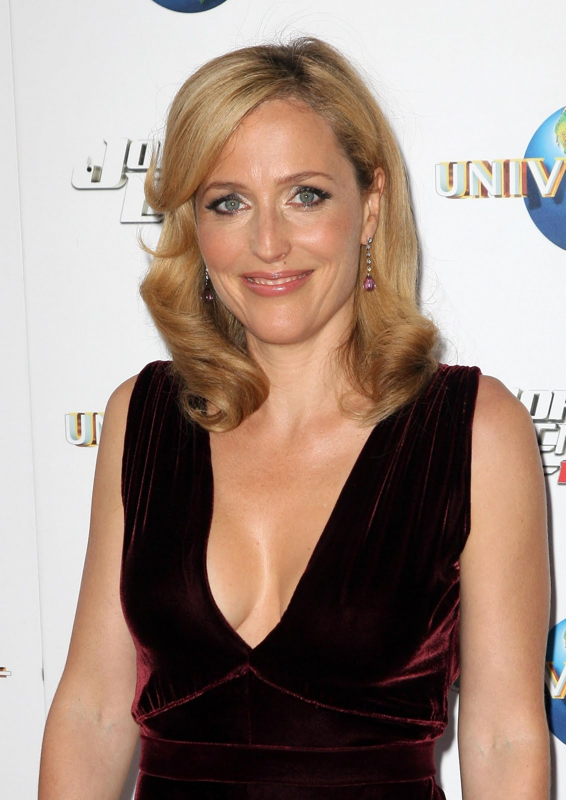 Images4Fun British Celeb Gillian Anderson Still Look Hot -4150