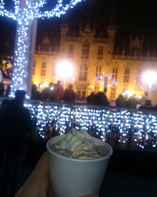 Hot chocolate, thick, central square background