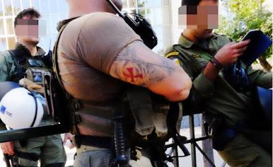 Αστυνομικοί με ναζιστικά σύμβολα στη δίκη του ναζισμού