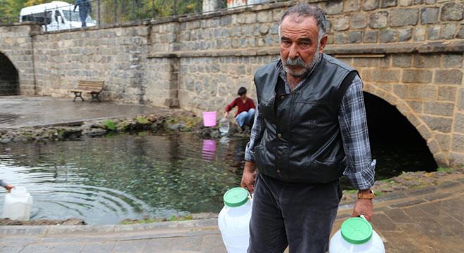 Su ihtiyaçlarımızı bidonlarla karşılıyoruz