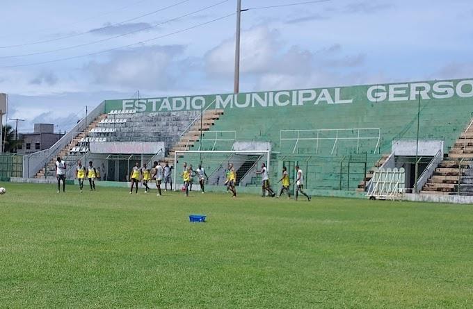 Coruripe relaciona 22 atletas para a partida desta terça-feira em Maceió