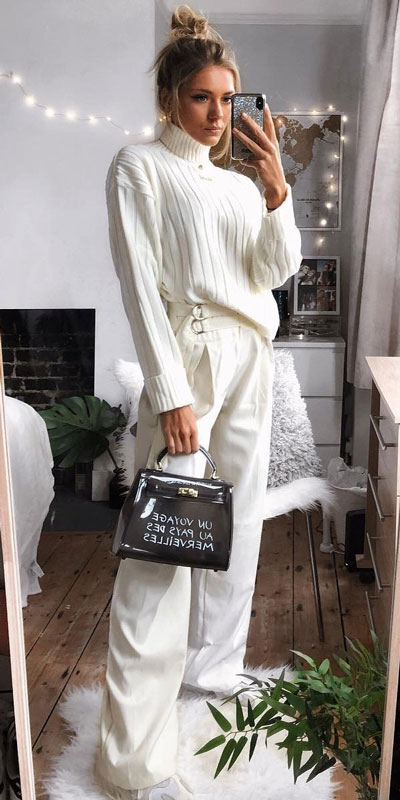 Perfect Instagram worthy outfits? See these 25 Breathtaking Fall Outfits for Going out. Women's Style + Date Outfits via higiggle.com | white jumper outfits | #falloutfits #dateoutfits #casualoutfits #jumper