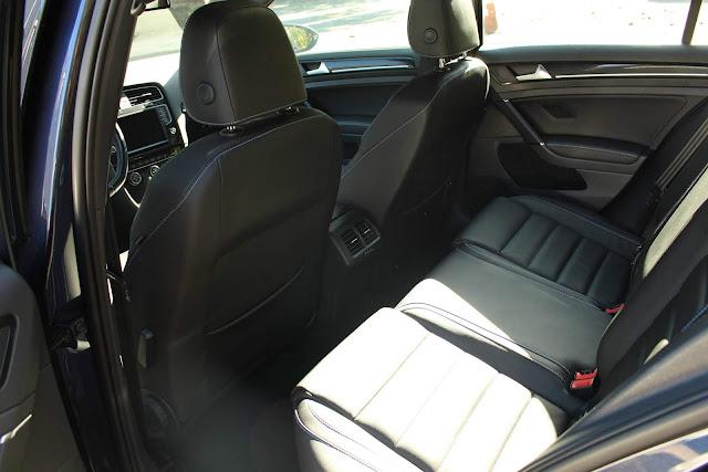VW Golf GTE Brasil - espaço traseiro