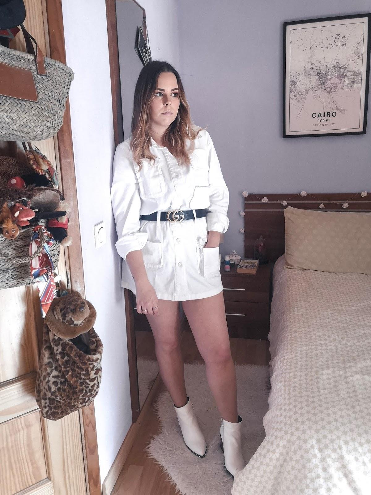 Outfit con chaqueta cargo