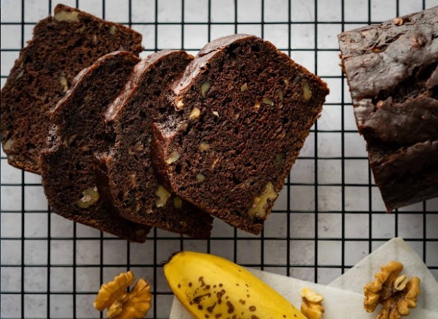 Best Chocolate Banana Bread #chocolate #desserts