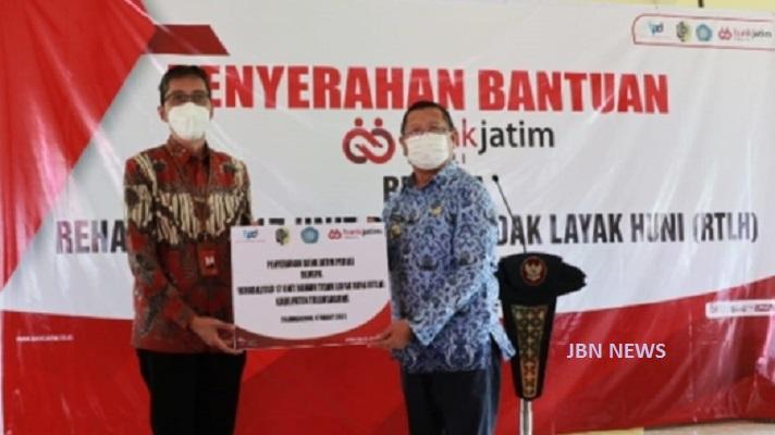 17 Unit Rumah Tidak Layak Huni Di Rehabilitasi Melalui CSR Bank Jatim Peduli
