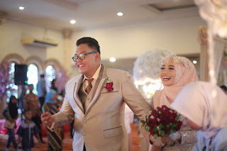 inspirasi pernikahan, pernikahan impian, merayakan satu tahun pernikahan, tips menjalani pernikahan, siger sunda, pernikahan adat sunda, pernikahan muslimah, membeli cincin pernikahan, resepsi modern, pernikahan modern