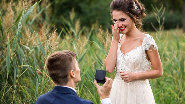 groom proposing to a bride