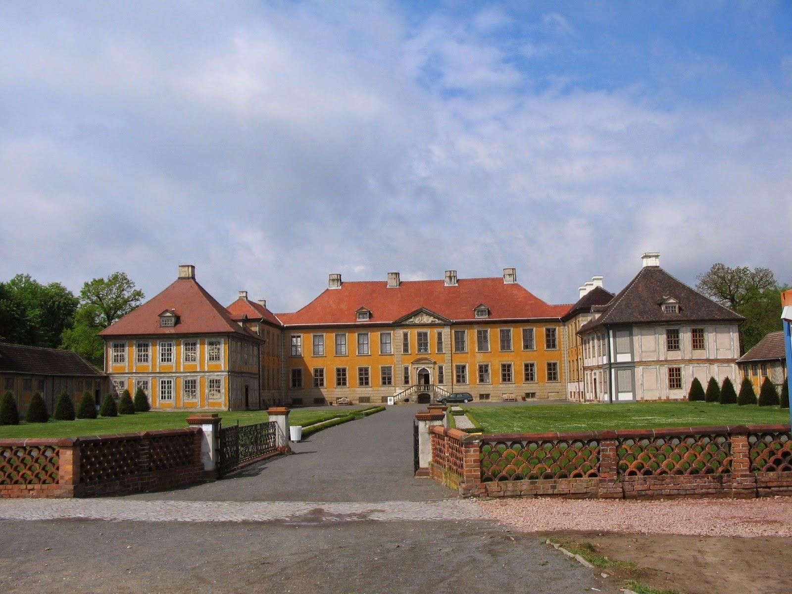 Schloss Oranienbaum Ehrenhofseite