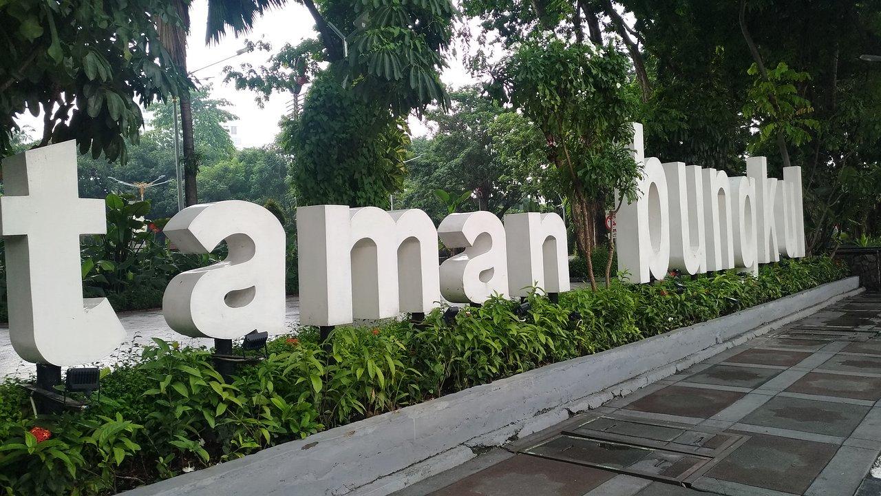 Objek Wisata Dekat Taman Bungkul