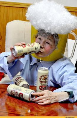 Lustige Bier Bilder - Oma trinkt Dosenbier