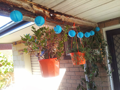http://jarrahjungle.blogspot.com.au/2013/12/backyard-makeover-with-some-patio.html