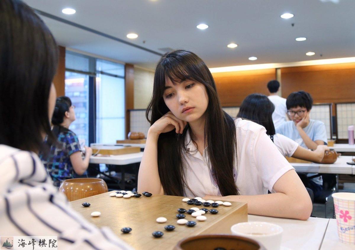 Hot girl Joanne Missingham黑嘉嘉 – Kỳ thủ cờ vây
