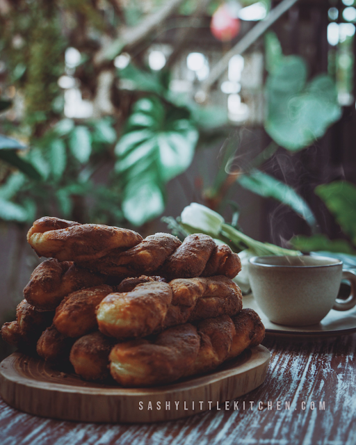 resep dan cara membuat donut plintir ala tous les jours