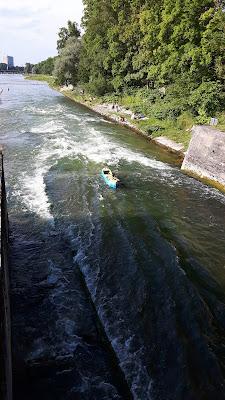 Ausflugsziele für die Familie: Schlauchbootfahrten auf der Isar