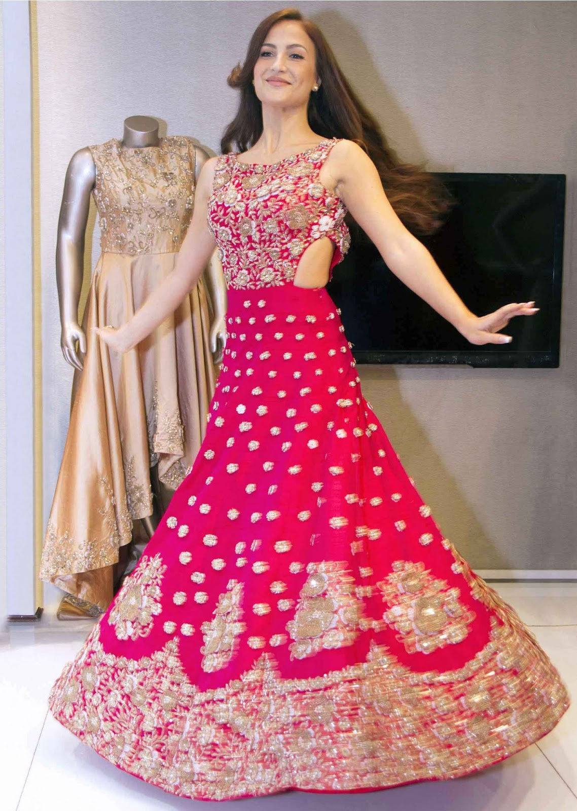 Elegant Bridal Lehengas and Indian Ethnic Wear From Kalki Fashion ...