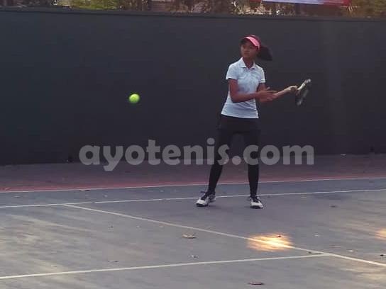 WTA FUTURE STARS - Indonesia Qualification: Kalahkan Daniella Clara, Bunga Nuraini Melaju ke Perempat Final