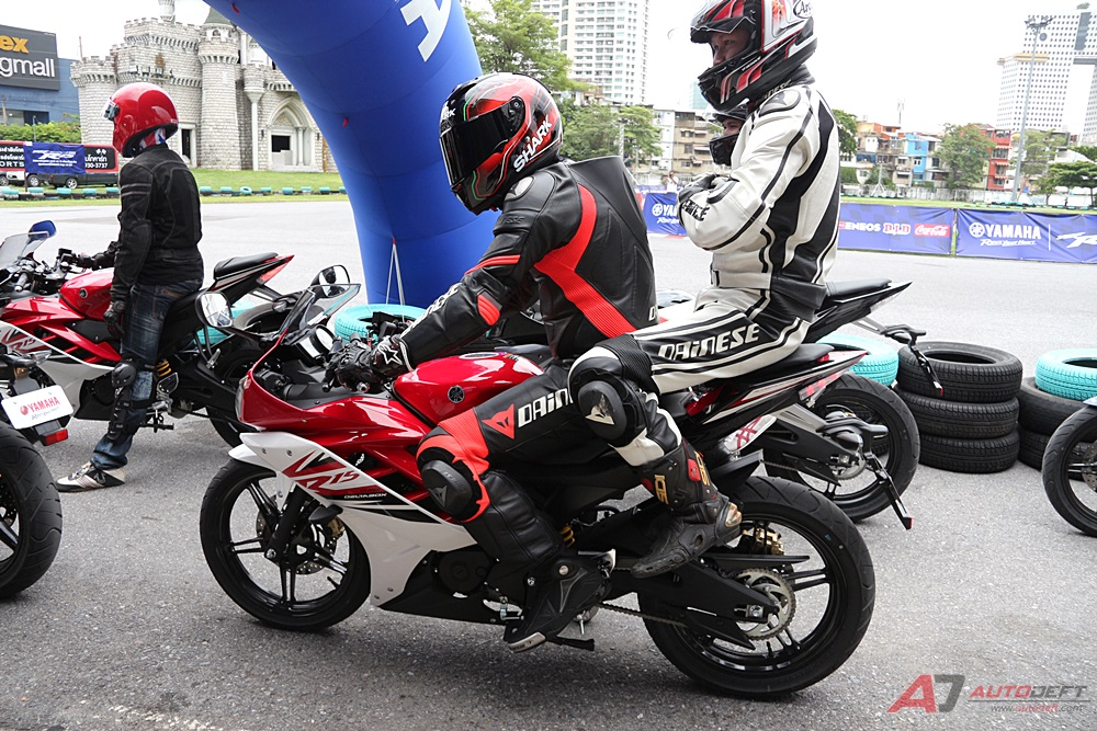 Yamaha tak mau terburu-buru untuk meng-upgrade R15 dalam rangka mengamankan market dari All New Honda CBR 150R 2016 ?
