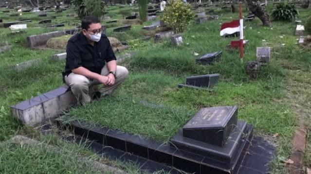 Kunjungi Makam Ayah, Fadli Zon Ungkap Kisah Pilu Jadi Yatim Sejak Kecil