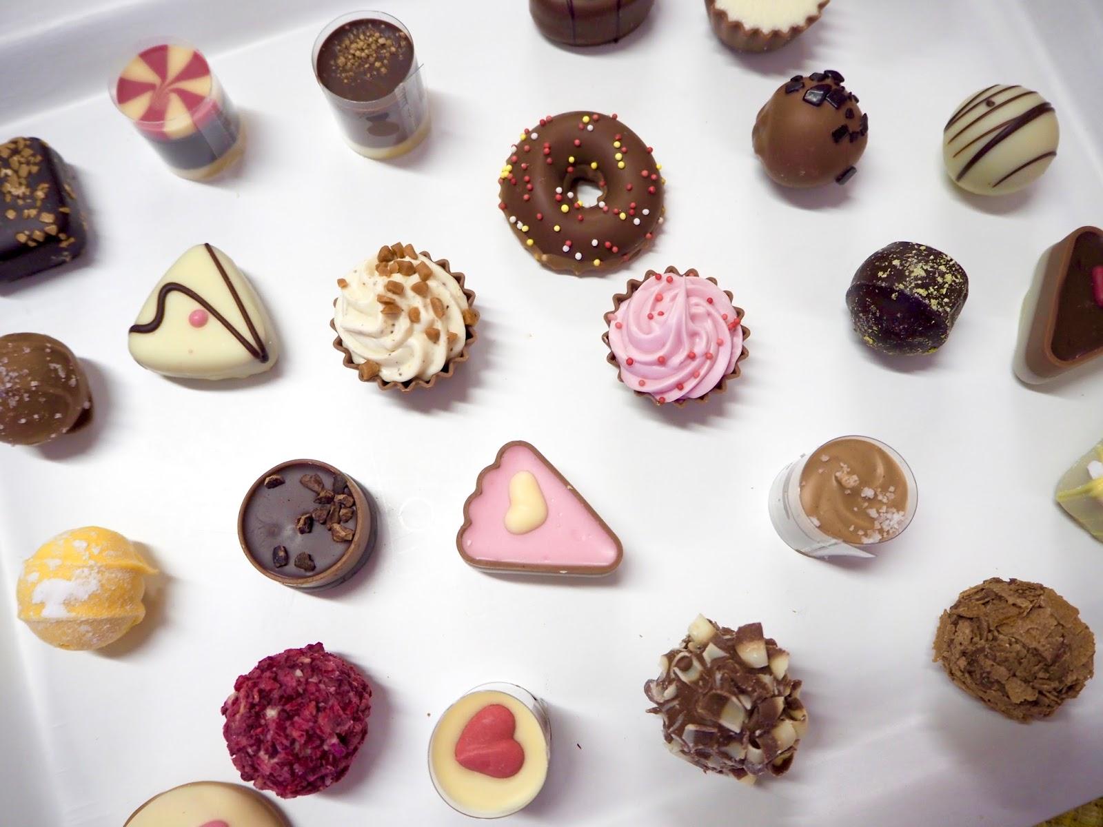 Maukkaita suklaakonvehteja Vanhan Vesikosken koulun suklaakahvilassa