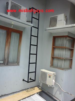 tangga darurat besi