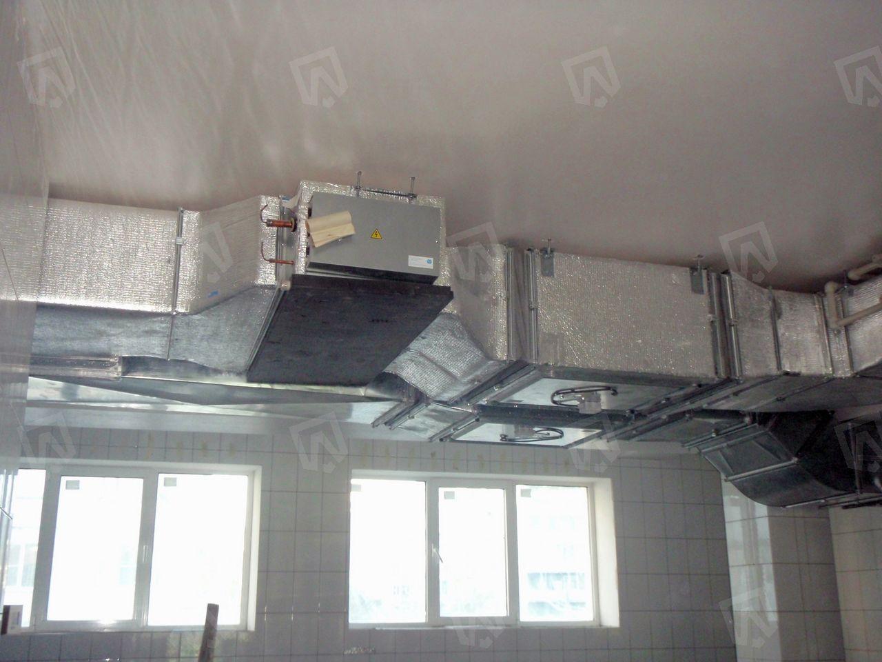 Для охлаждения наружного воздуха мы используем внутренний блок канального типа Mitsubishi Electric с инверторным управлением серии Standart Inverter