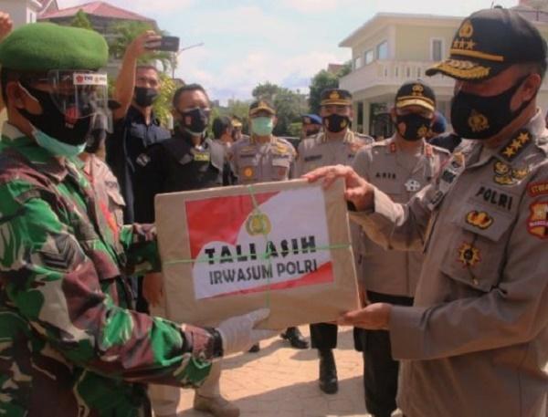 Jenderal Polisi Pantau dan Berbagi Tali Asih di Sejumlah TPS Batam