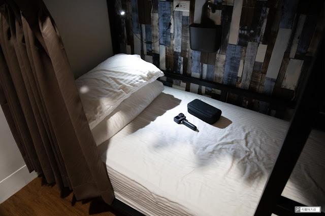 【大叔生活】2021 又是六天五夜的環島小筆記 (住宿篇) - 床墊、床架、照明、充電座都是背包客最高標準