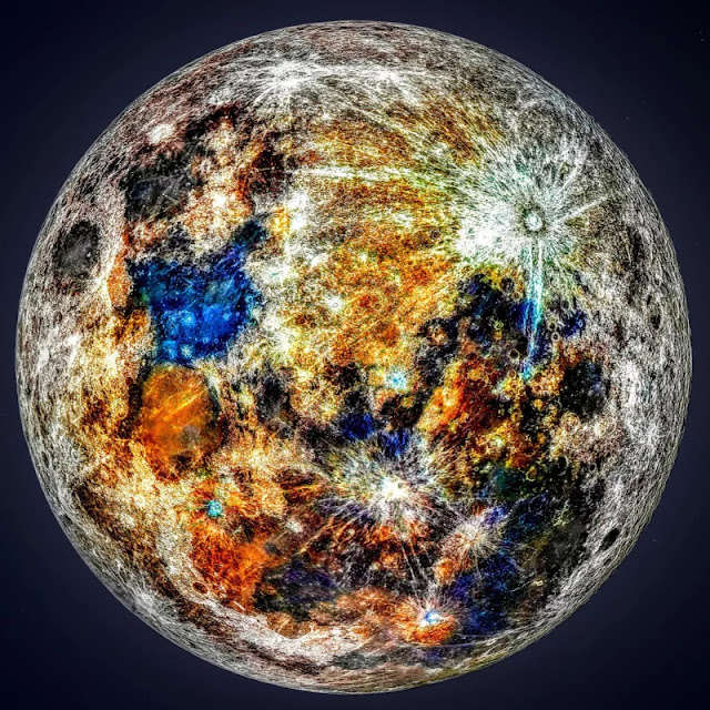 Fotografo utilizza 150.000 foto della Luna per svelarne i suoi colori nascosti