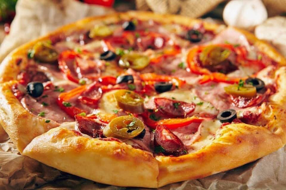 بيتزا ميكس لحوم