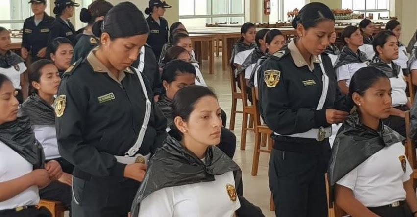 Alumnas de la Escuela Técnica Superior de la Policía Nacional del Perú donan cabello para pacientes con cáncer