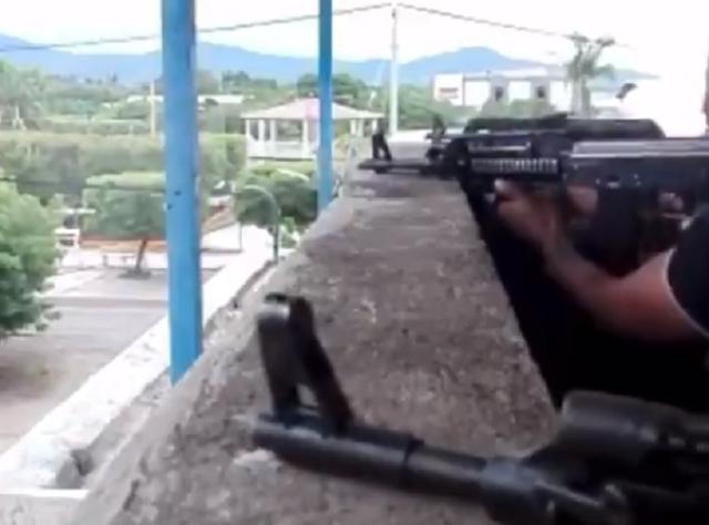 VIDEO.- La Familia Michoacana apoya por Los Viagras, Guardia Nacional y Estatales defendiendo la plaza y sacando a los Jaliscos de tierra caliente, Michoacán