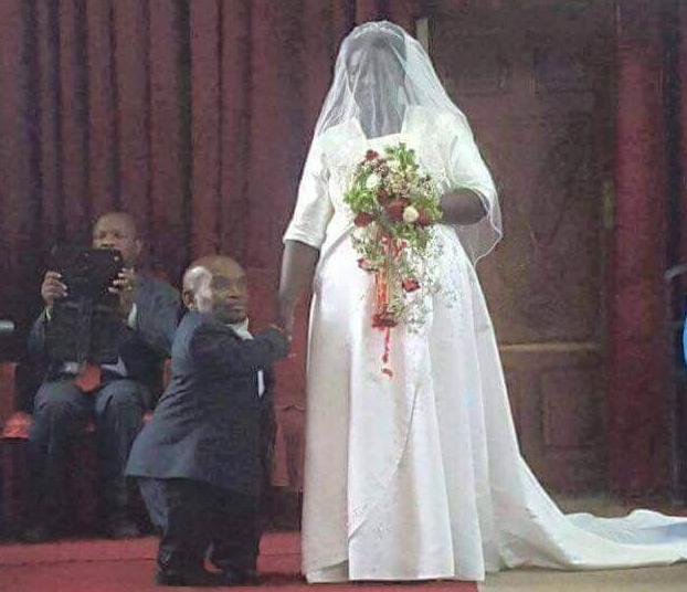 dwarf marries beautiful woman