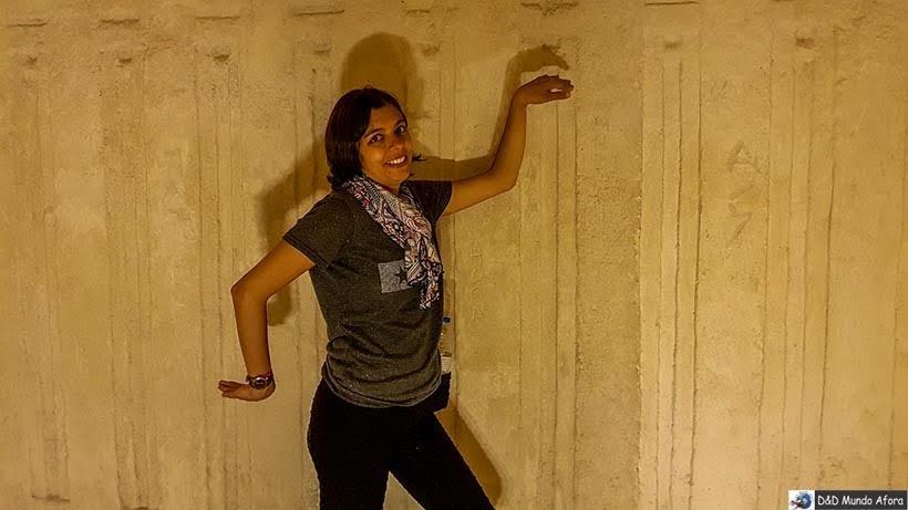 Bancando a faraó na pirâmide de Miquerinos, Egito