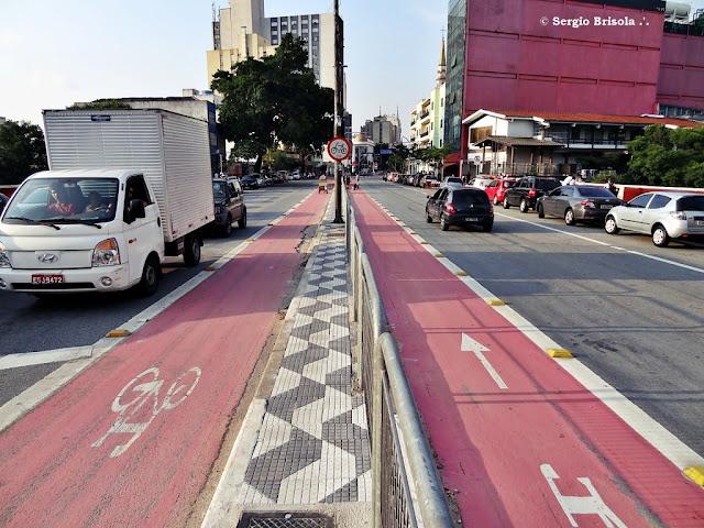 Vista ampla de parte da ciclovia na Avenida Liberdade - Liberdade - São Paulo