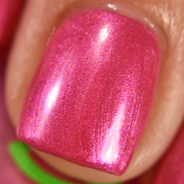 soothing-soul-nail-lacquers-aurora-macro