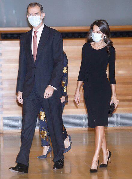 Queen Letizia wore a black midi dress from Emporio Armani, and black leather pumps from Prada. Bottega Veneta clutch