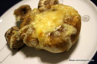 Champiñones portobello con queso al horno o en microondas