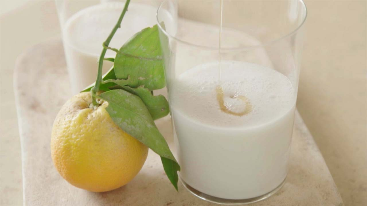 Lebih Sehat Mana Minum Jeruk Atau Minum Susu Buat Sarapan?