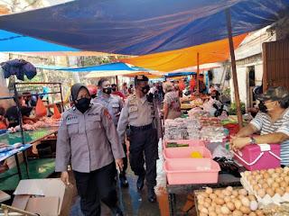 Terus lakukan Blusukan di Pasar, Polres Pelabuhan Makassar Ingatkan Prokes