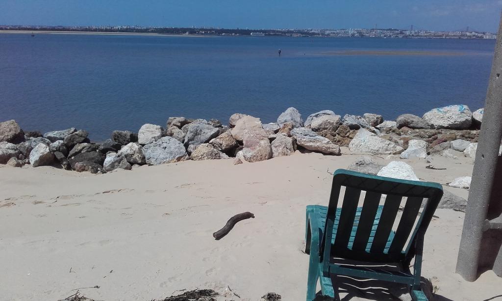 vista sobre Lisboa na Praia do Mexilhoeiro