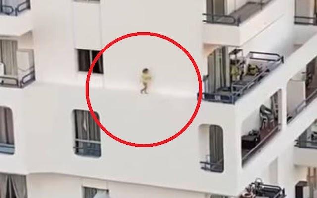 Menina é flagrada do lado de fora do 4º andar de edifício